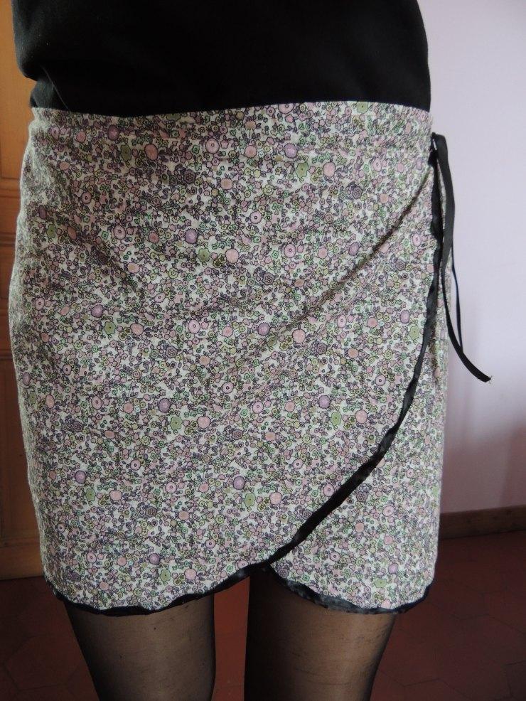 jupe-portefeuille-fait-maison-tissus-liberty-devant-handmade-couture-detail-biais
