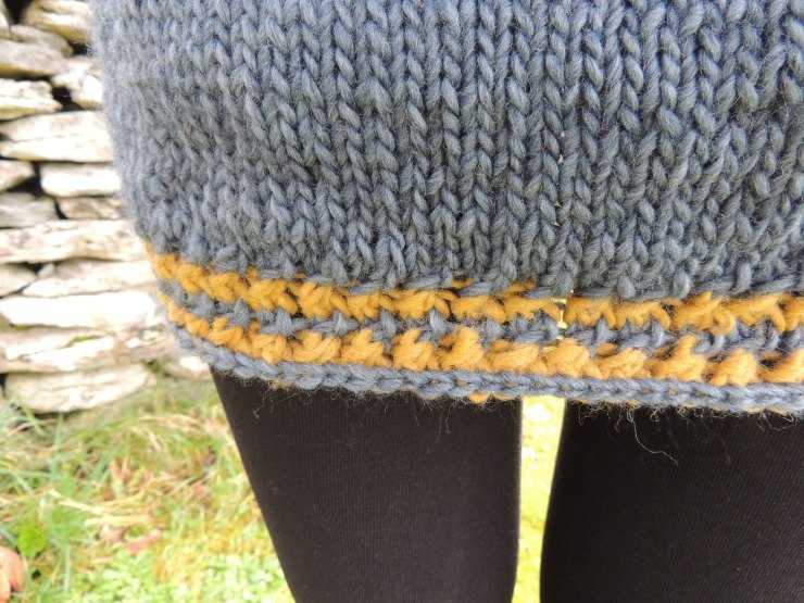 jupe-tricot-details-points-mailles-croisees-jersey-finitions