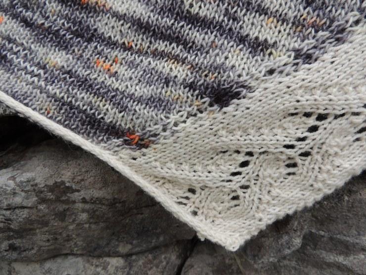 Châle Lily Caroline Ménard boutique chat qui tricote hegdedog yarn phildar pure mérinos gros plan (2)