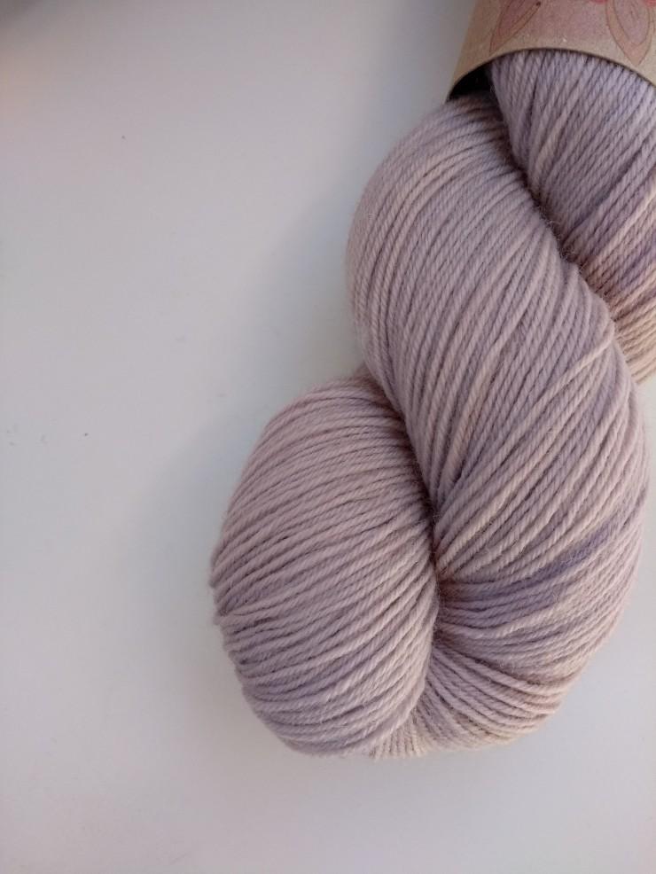 boix de campêche clair teinture naturelle vegétale laines teintes plantes hand dyed yarn natural botanical plant dyed logwood fingering (3)