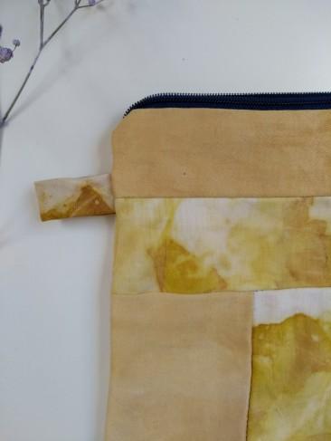 pochette cousu main tissus teinture végétale naturelle plantes écoprint impression végétale oignon artisanal sionnach yarns (1)