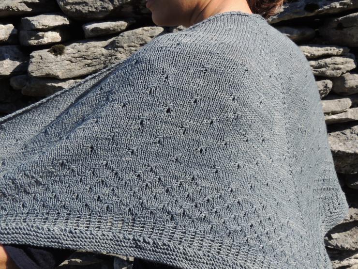 châle syrma patron français anglais lilofil sionnach yarn fingering teinture naturelle laine teinte main plante laine irlande (6)