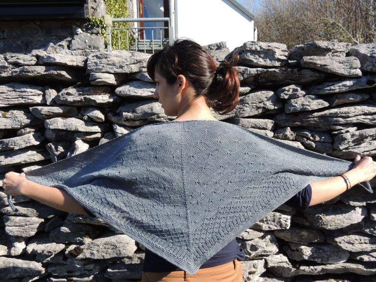 châle syrma patron français anglais lilofil sionnach yarn fingering teinture végétale laine teinte main irlande (3)