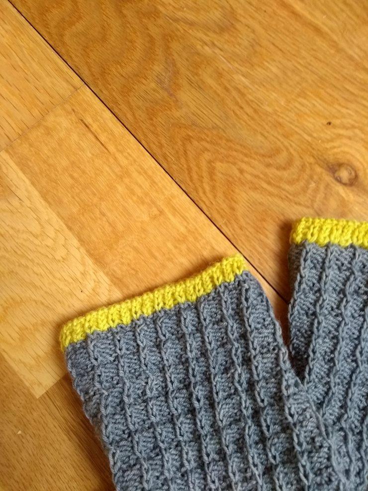 chaussettes Arabella Figg laine Sionnach Yarns patron francais knit spirit écheveau solidaires teinture végétale talon apres coup (1)