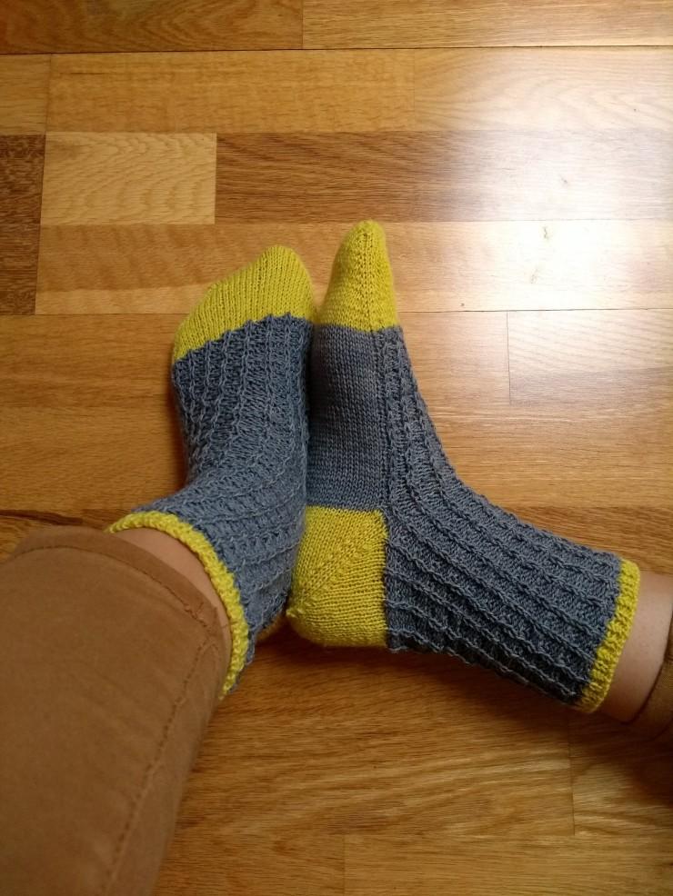 chaussettes Arabella Figg laine Sionnach Yarns patron francais knit spirit écheveau solidaires teinture végétale talon apres coup (3)