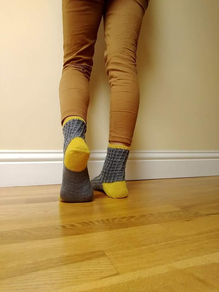 chaussettes Arabella Figg laine Sionnach Yarns patron francais knit spirit écheveau solidaires teinture végétale talon apres coup (4)