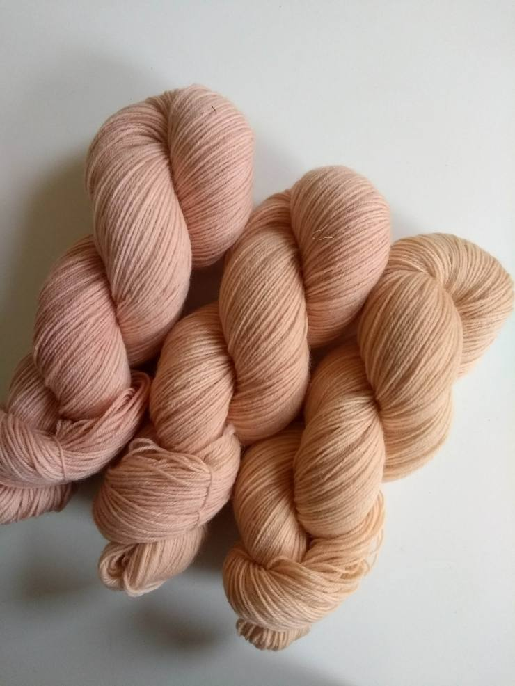cachou teinture naturelle végétale laine teinte main irlande fingering etsy shop 4 ply natural hand dyed botanical plants yarn irish indie dyer (2)