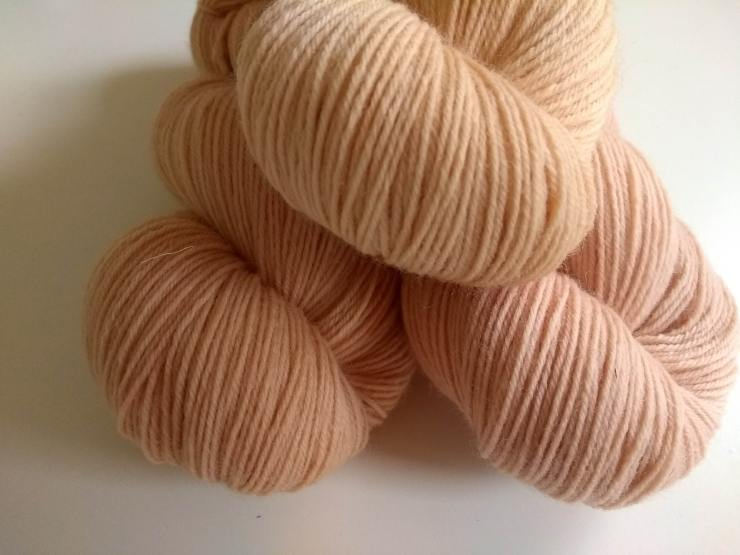 cachou teinture naturelle végétale laine teinte main irlande fingering etsy shop 4 ply natural hand dyed botanical plants yarn irish indie dyer (6)