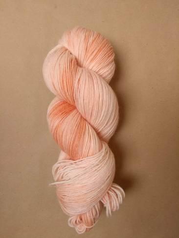 octobre rose racine de garance teinture naturelle végétale laine teinte main irlande fingering single natural hand dyed yarn madder ireland (5)