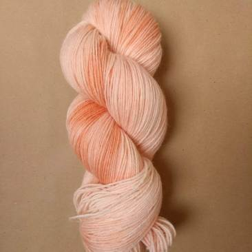 octobre rose racine de garance teinture naturelle végétale laine teinte main irlande fingering single natural hand dyed yarn madder ireland (5)