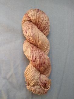 lac rumex teinture vegetale laine teinte main irlande speckles vegetale hand dyed yarn ireland plant dyed (1)