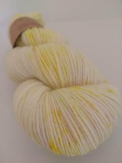 yellow speckles curcuma lac chlorophylle teinture végétale naturelle laine teinte main irlande irish indie dyer natural dyer tumeric hand dyed yarn ireland plant botanical dye (2)